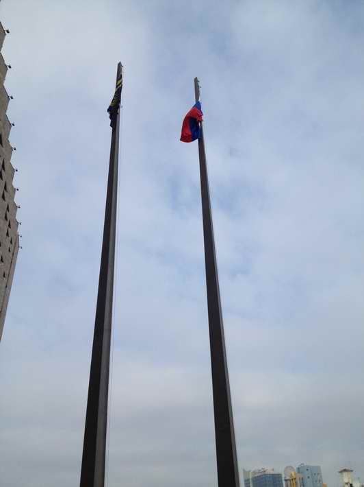 ФОТОФАКТ. Русские идут! Российские флаги над Донецком