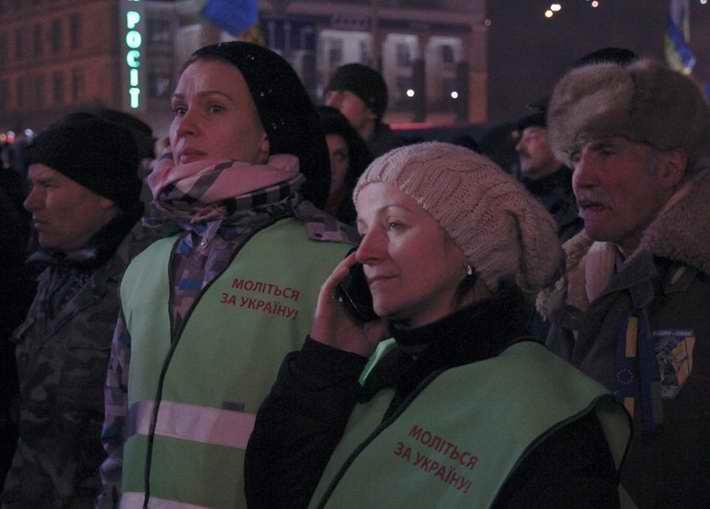 """ФОТОФАКТ. Ночная жизнь Майдана: """"Мы здесь не за деньги"""""""