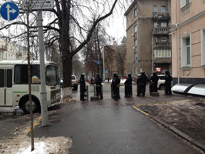 Хроники Евромайдана. Мирная пятница (Фоторепортаж)