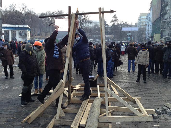 На Грушевского строят катапульту (фото)
