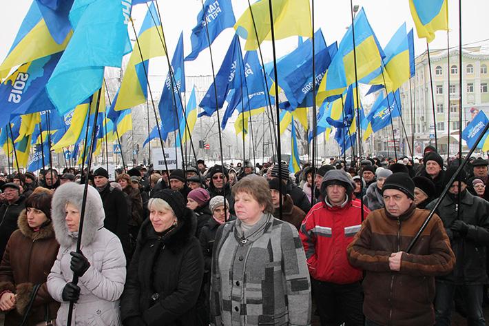 """Виктор Федорович, дай """"Беркуту"""" приказ убрать эту нечисть и мы подсобим, - сторонники Януковича сорвали митинг оппозиции в Донецке - Цензор.НЕТ 3754"""