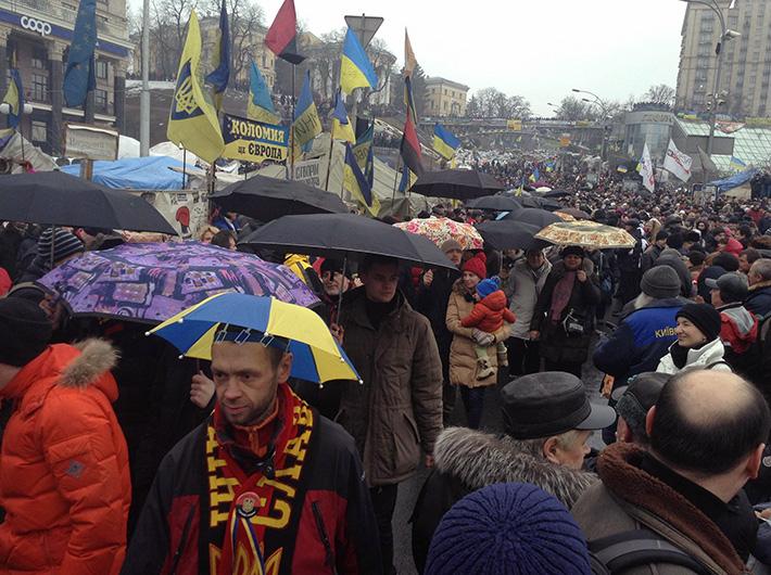 """На Майдане во время Народного вече прошла акция в поддержку телеканала """"Дождь"""" (Фото)"""