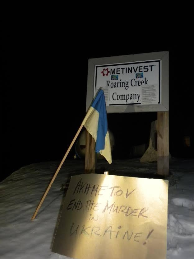 Украинские активисты рассказали работникам шахты Ахметова в Западной Вирджинии о причастности босса к кровопролитию (Фото)