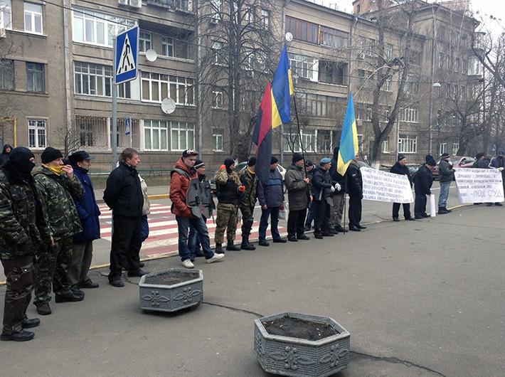 Активисты донецкого Евромайдана пикетируют МВД в Киеве (Фото)