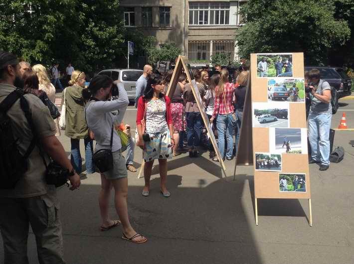 Активисты пикетируют МВД в Киеве, требуя отставки руководства милиции Донецкой области (Фото)