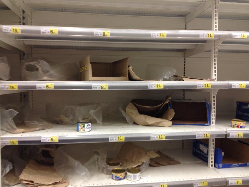 """ФОТОФАКТ. """"Спички, соль, керосин"""". В Донецке народ сметает с полок супермаркетов все подряд"""