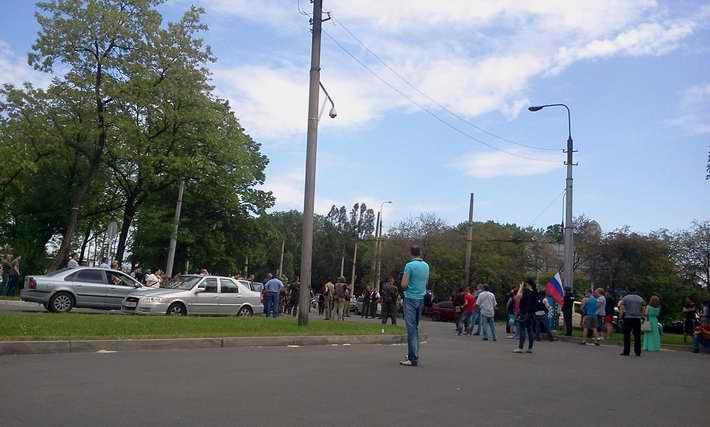 """Митингующие под резиденцией Ахметова не хотят быть мирными людьми. """"Мы пришли брать свое"""" (Фото)"""