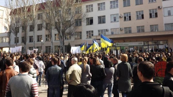 В Луганске прошел митинг в поддержку единой Украины (Фото)