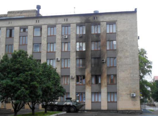 """В Артемовске ночью из """"Шмеля"""" было обстреляно здание горсовета (Фото)"""