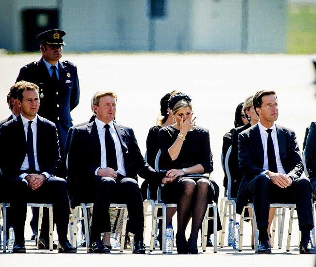 Нидерланды встретили тела жертв авиакатастрофы (Фото)