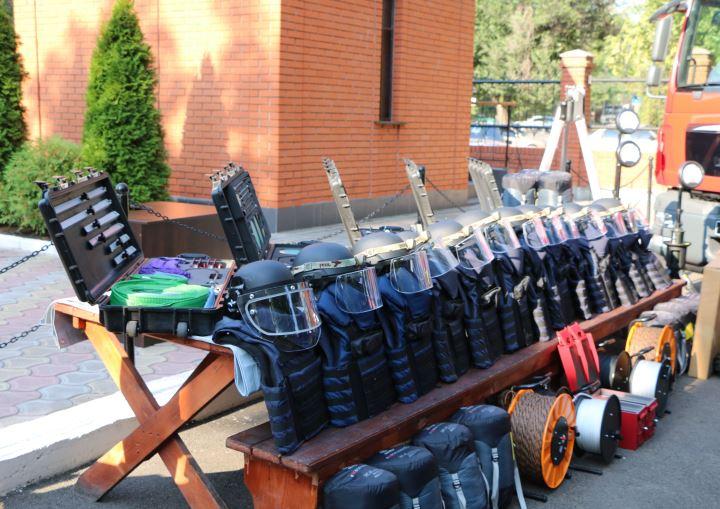 Спасатели Донетчины получили отНАТО автомобили испецтехнику