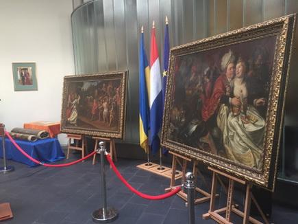 СБУ показала боссу музея похищенные вНидерландах картины