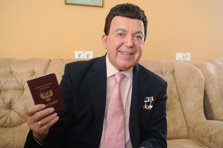 Порошенко потребовал усилить санкции противРФ из-за паспортов Донбасса