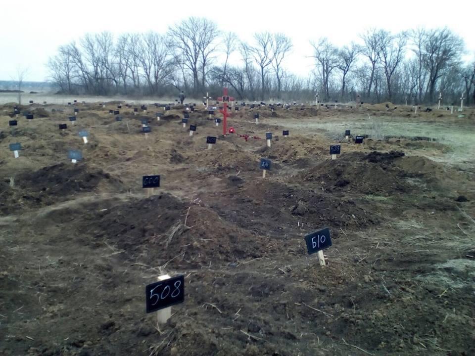 О последних достижениях путинской программы утилизации идотов: Более 80 безымянных могил появились на кладбище под Донецком