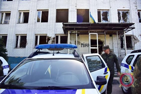 «Бездомным» полицейским вМарьинке подарили автомобили