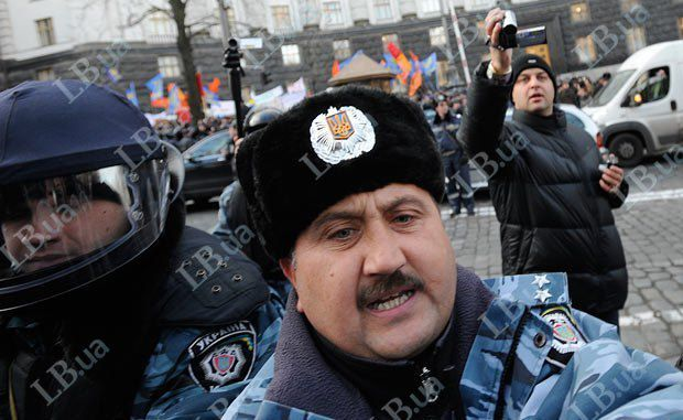 Экс-командир Беркута Кусюк вформе ОМОН намитинге в столицеРФ