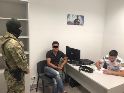 Ваэропорту «Борисполь» правоохранители задержали организатора торговли людьми