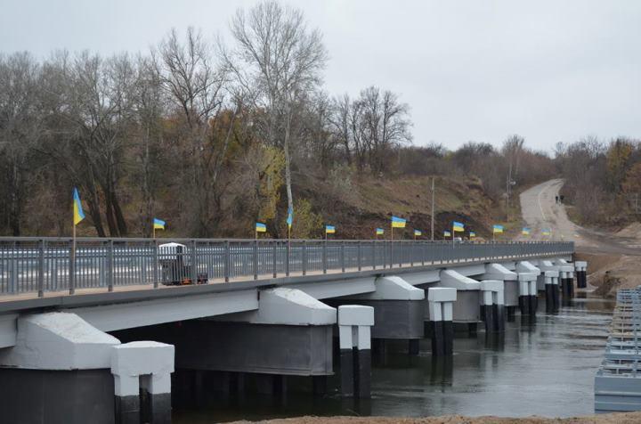Состояние моста в Станице Луганской ухудшается: конструкция шатается, когда люди по нему проходят, - ОБСЕ - Цензор.НЕТ 6399