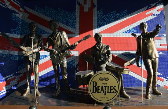 В Донецке демонтировали памятник «The Beatles»