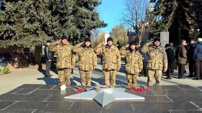 ВВиннице возложили цветы послучаю 72-й годовщины освобождения Украинского государства отфашистов