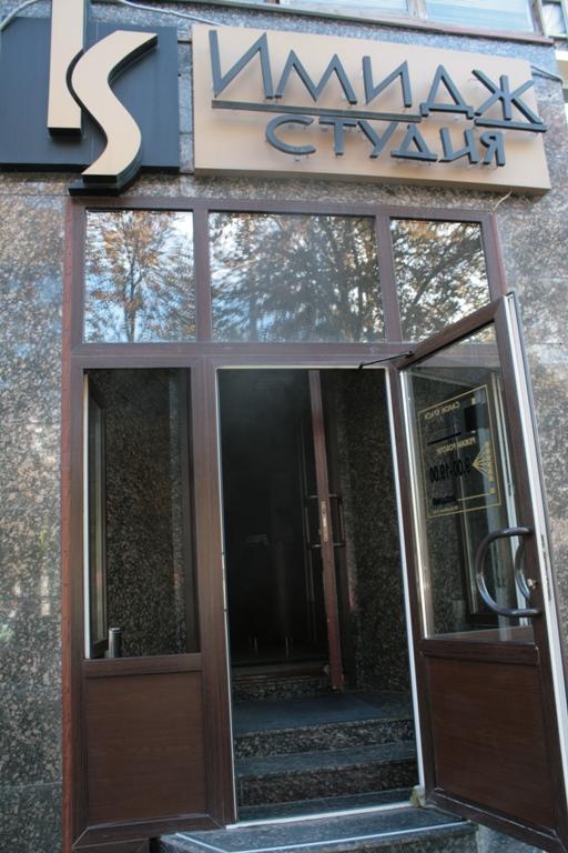 В центре Луганска горела студия красоты (фото), фото-1