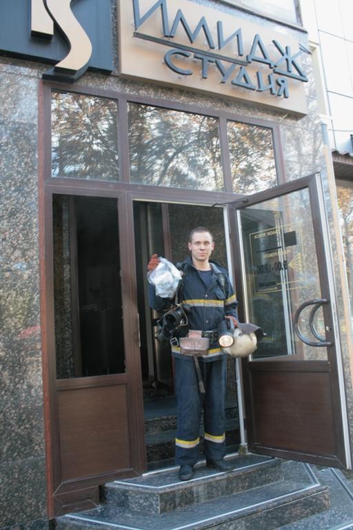 В центре Луганска горела студия красоты (фото), фото-4