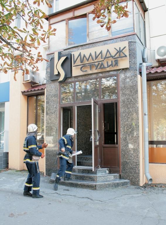 В центре Луганска горела студия красоты (фото), фото-3