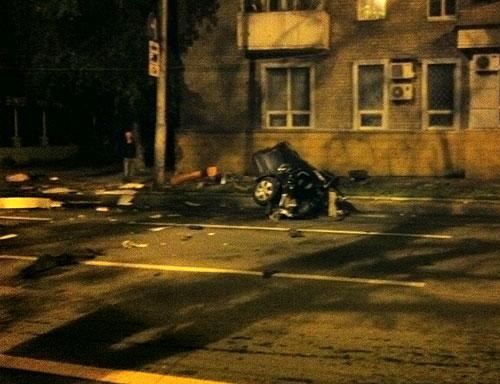 """ДТП в Донецке: Автомобиль """"Шкода"""" разорвало на части - 2 человека погибло"""