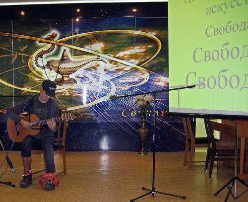 В Луганске состоялась арт-вечеринка. Прошла при аншлаге (фото)
